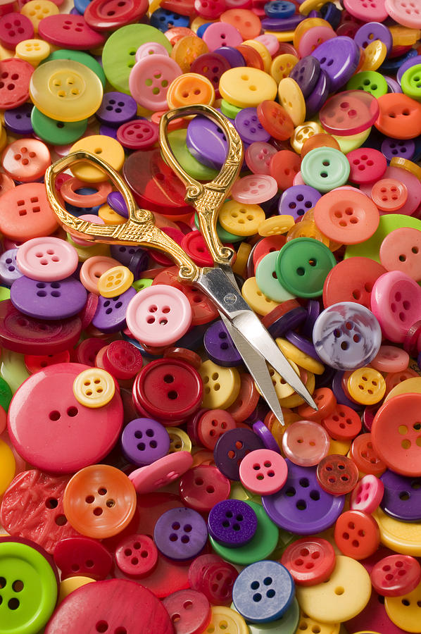 pile-of-buttons-with-scissors-garry-gay