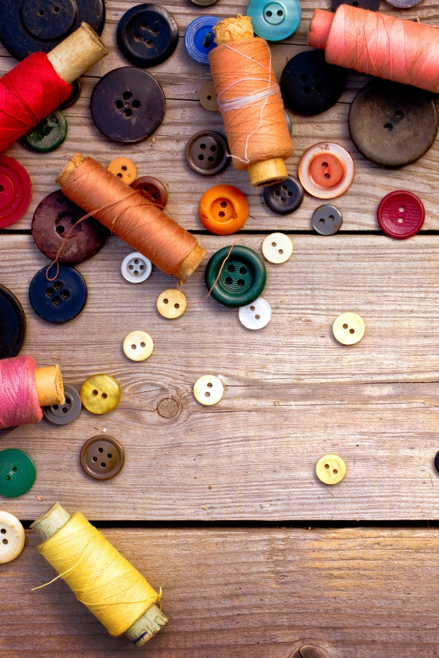 thread_ussr_buttons_sewing_wood_background_80516_640x960